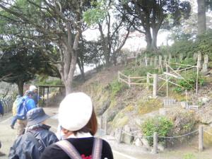 垣生公園には県指定文化財の横穴墓群があります。