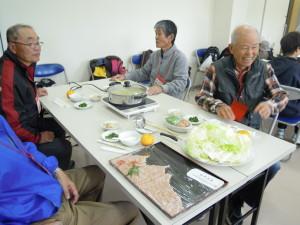 お昼はお楽しみの雅楽鍋!